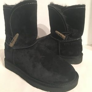 UGG Meadow Black Short Boots